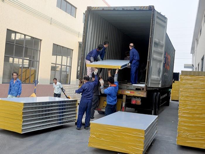 联合冠业-产品装货区